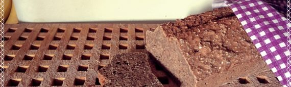 Vegane Rezepte für Mäkelesser: Sesam-Chia-Vollkornbrot